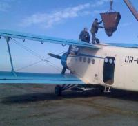 Внесение аммиачной селитры самолетами Ан-2