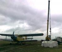 Вертолет самолет для внесения минеральных удобрений на пшеницу