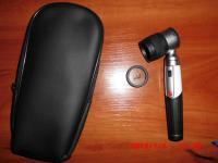 Современный карманный дерматоскоп в мягкой упаковке, со светодиодной лампой.