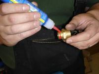 Резьбовой фиксатор для фиксации  узлов гидравлики