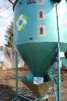 Кормосмеситель вертикальный Гном 1000 кг